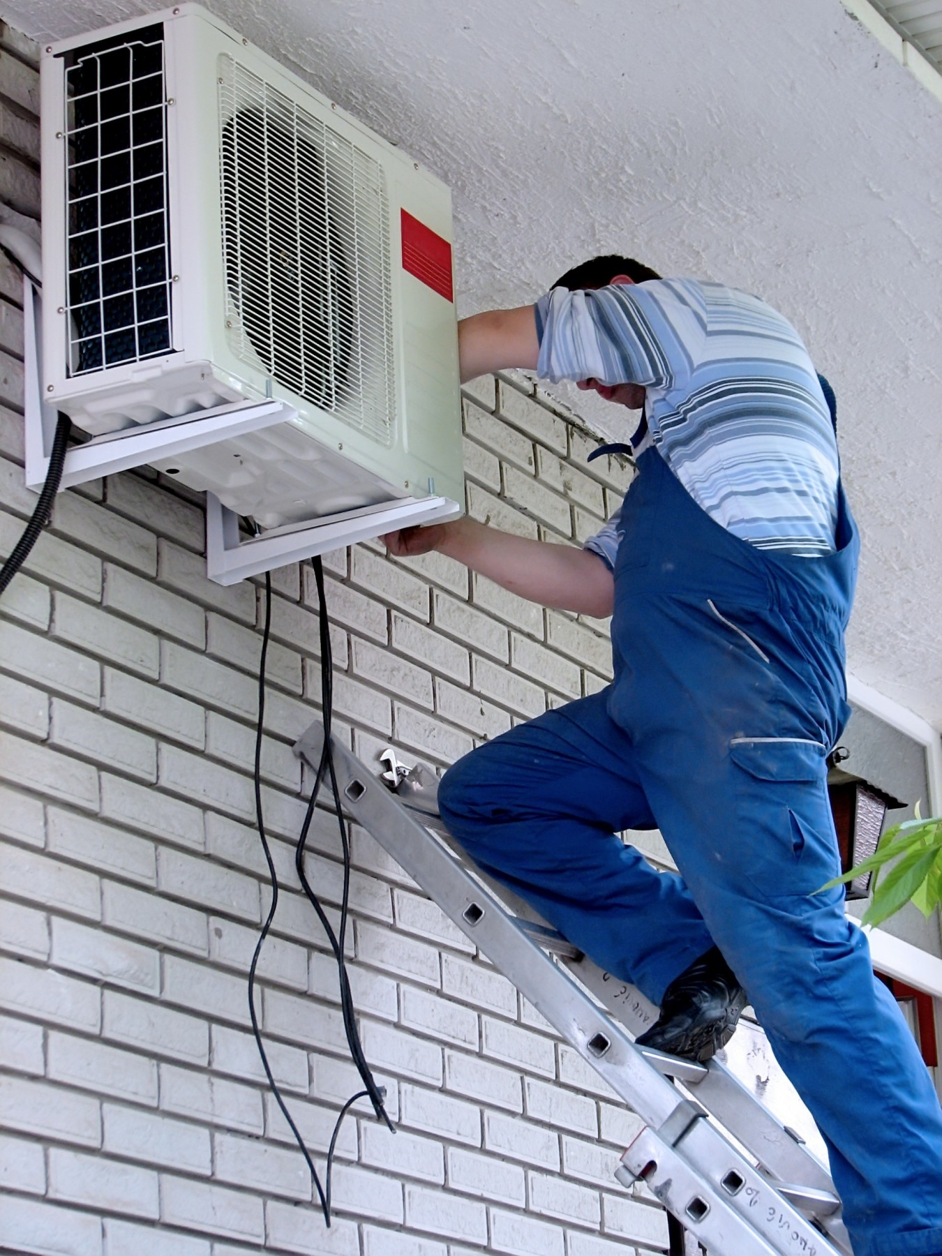 Ductless mini-split heat pumps in Boston apartment heating and cooling